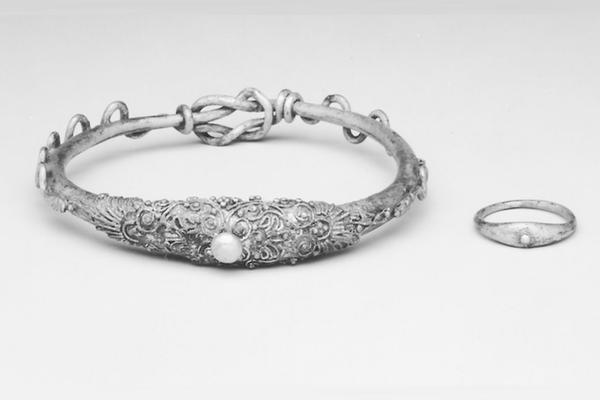 silver-bracelet-feature